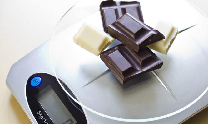 Μπορεί η μαύρη σοκολάτα να σε βοηθήσει να χάσεις κιλά;