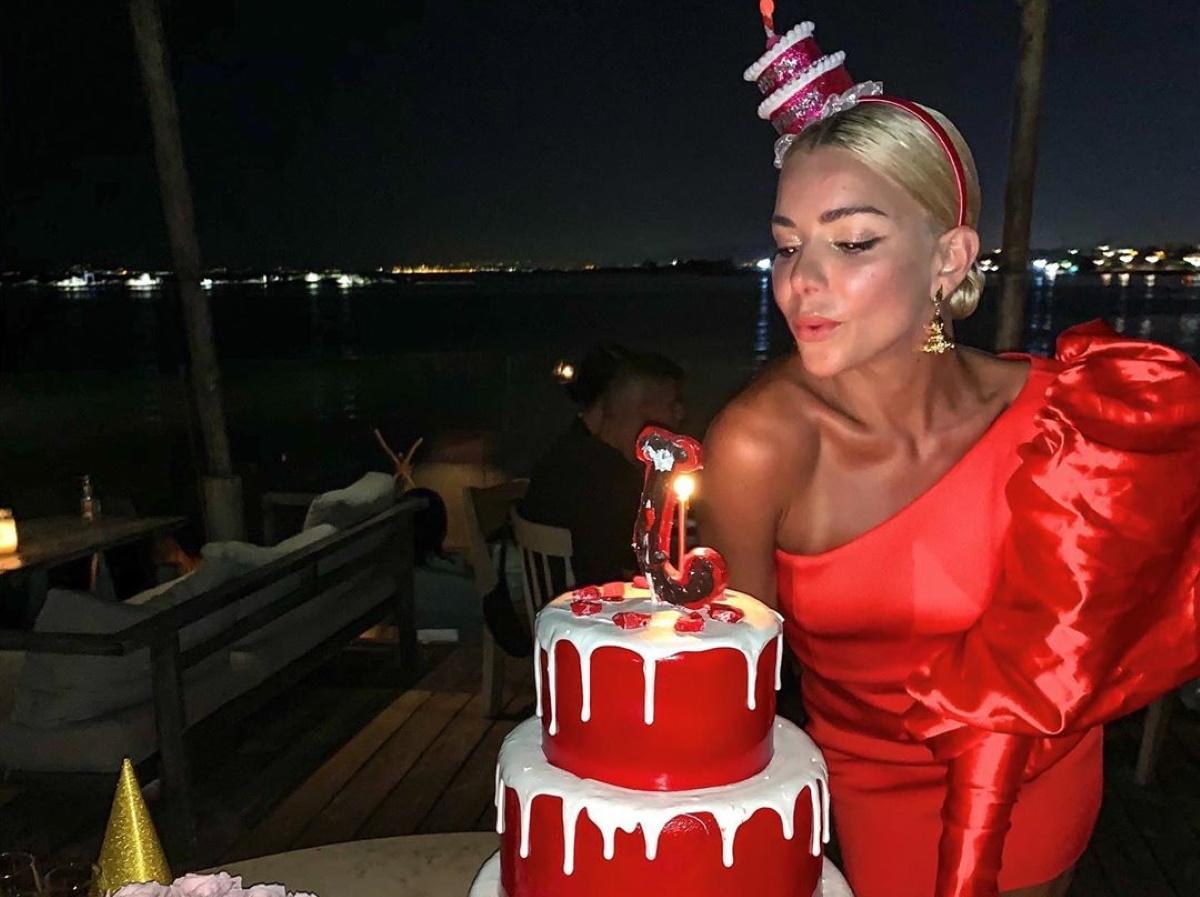 Josephine: Γιόρτασε τα γενέθλιά της με υπερπαραγωγή τούρτα ίδιο χρώμα με το φόρεμά της! [pics,vid]