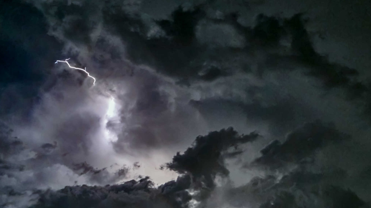 """Καιρός: Συνεχίζεται η κακοκαιρία! Η """"Θάλεια"""" φέρνει βροχές και καταιγίδες"""
