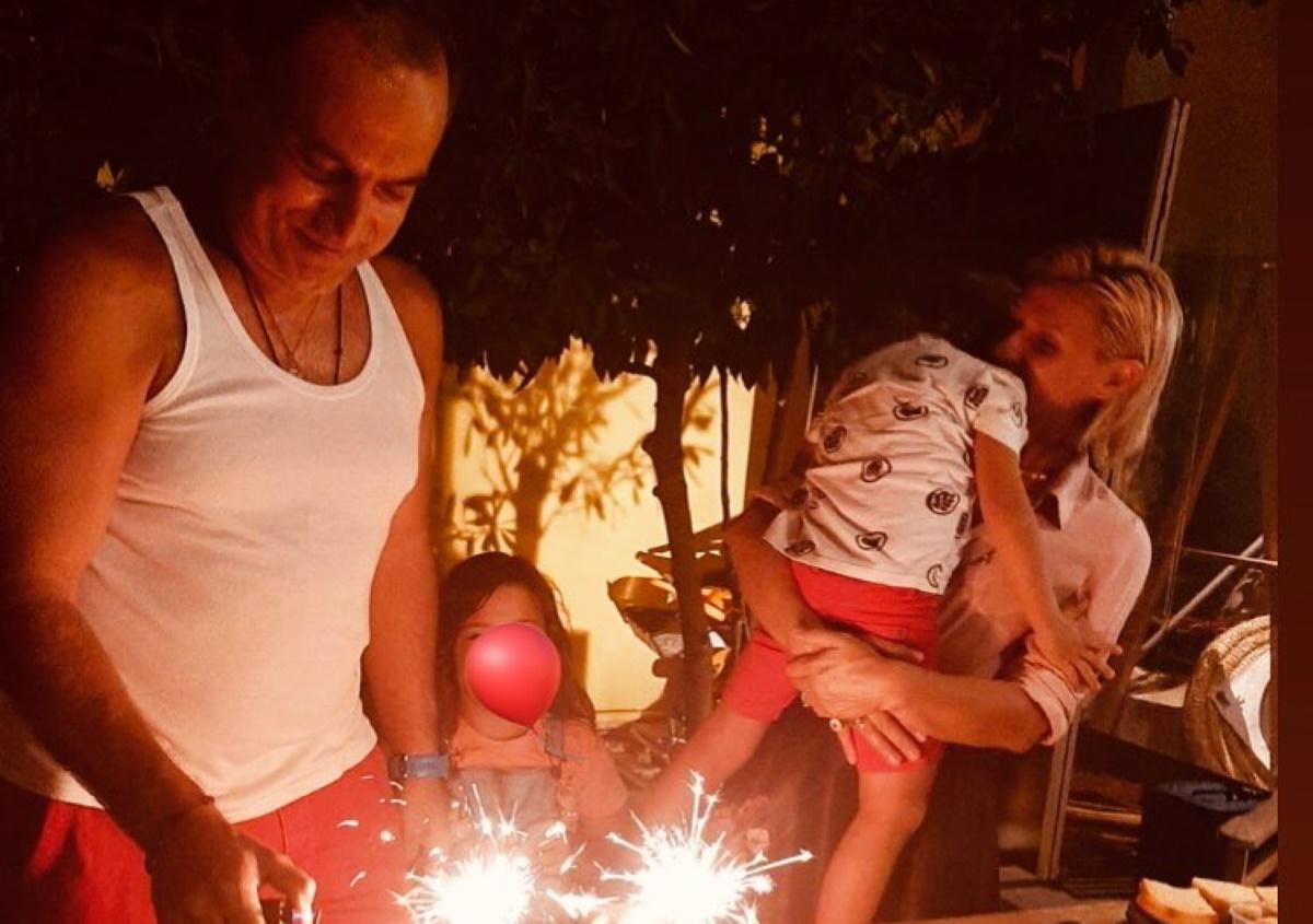 Κρατερός Κατσούλης: Γιόρτασε τα γενέθλιά του με την Κατερίνα Καραβάτου και τα παιδιά τους! [pics]