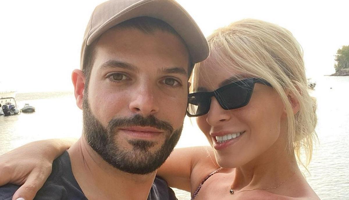 Κατερίνα Καινούργιου – Φίλιππος Τσαγκρίδης: Ποζάρουν αγκαλιά φορώντας μάσκες προστασίας