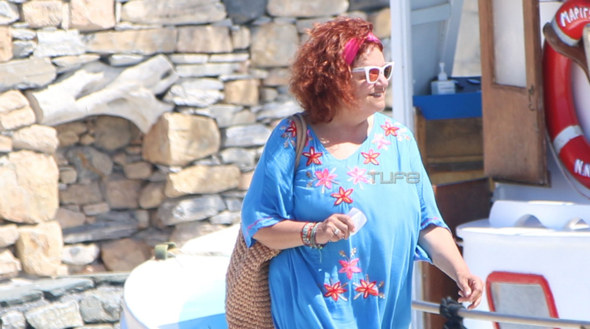 """Ελένη Κοκκίδου: Η Βουλίτσα από τη """"Μουρμούρα"""" με ανανεωμένη εμφάνιση στα Κουφονήσια [pics]"""