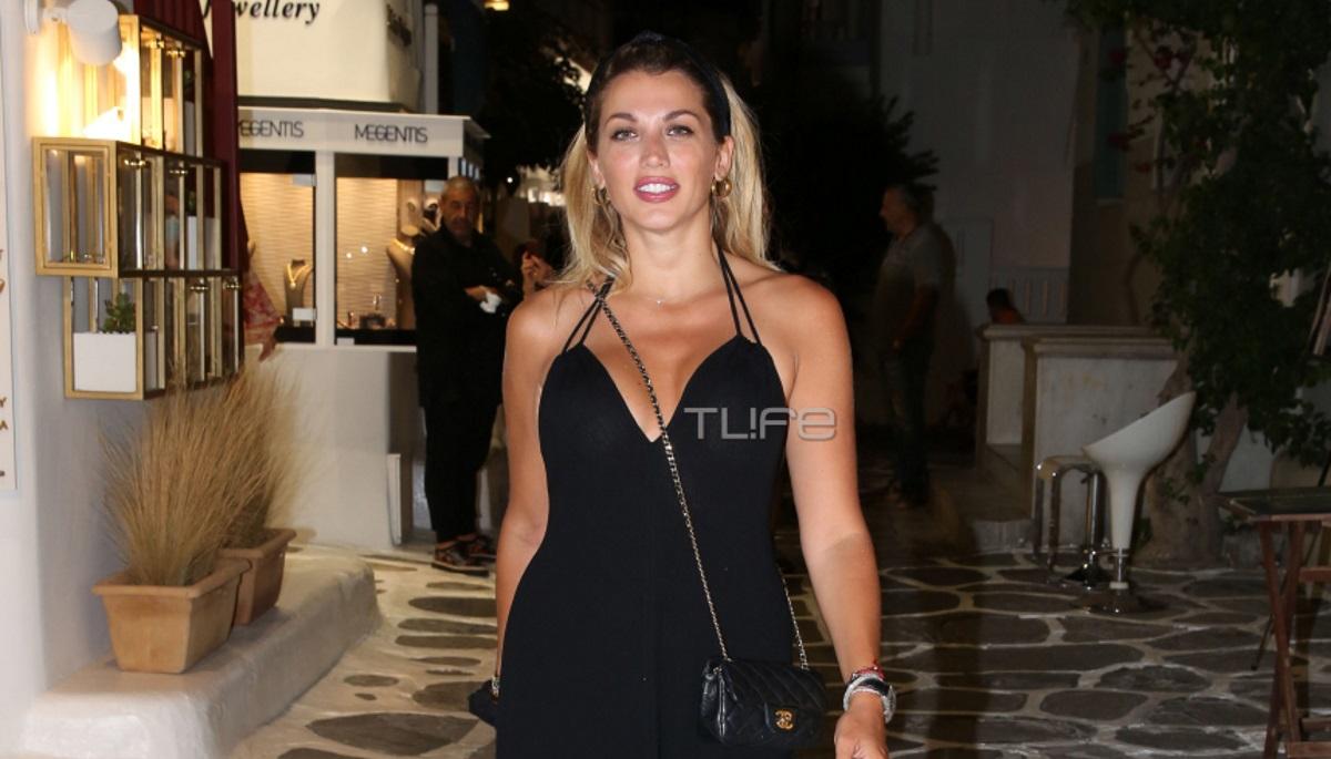Κωνσταντίνα Σπυροπούλου: Βραδινή βόλτα με total black look στα σοκάκια της Μυκόνου [pics]