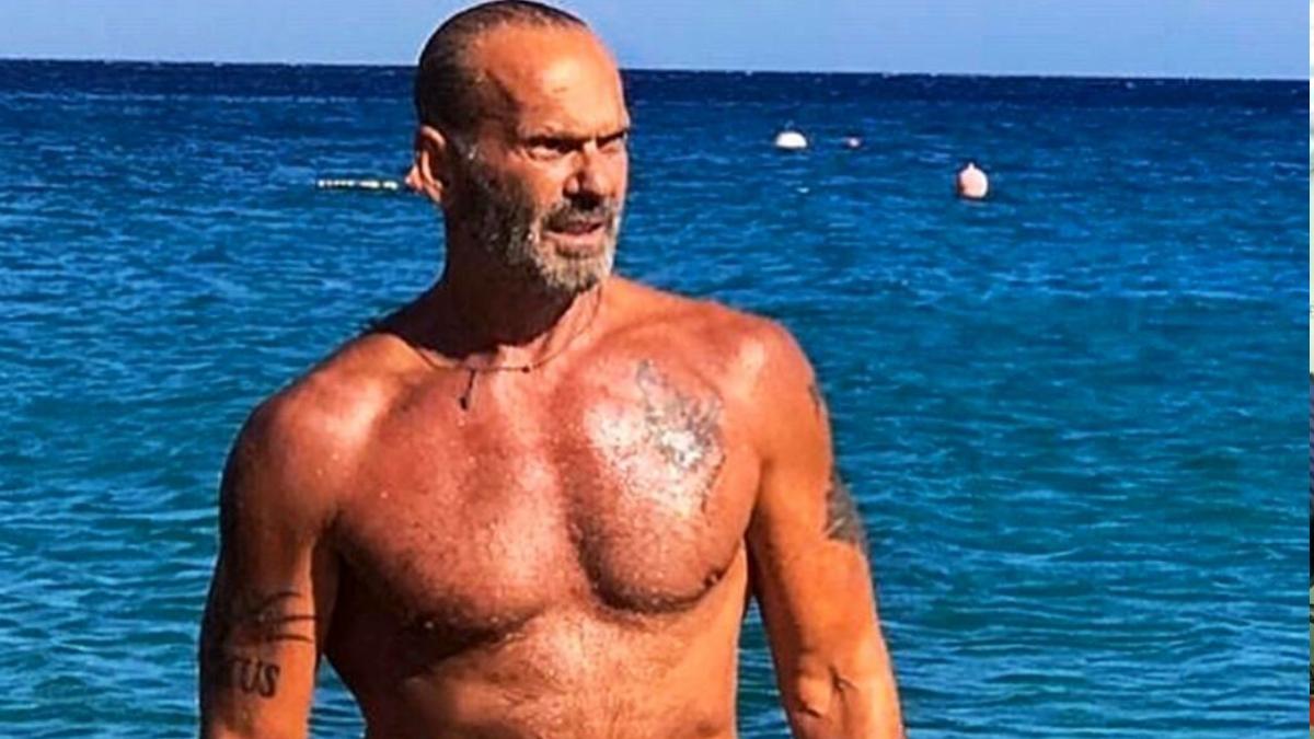 Πέτρος Κωστόπουλος: Η απίστευτη βουτιά με τον γιο του από βράχο στη Μύκονο! [video]