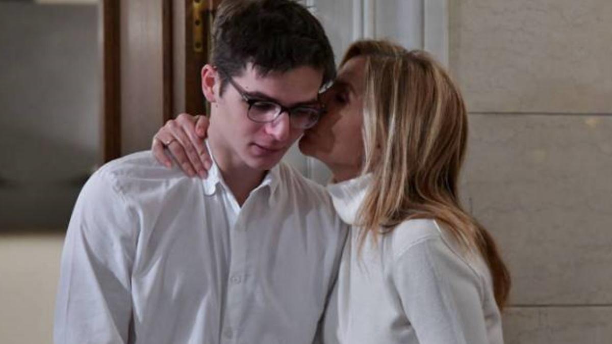 Μαρέβα Μητσοτάκη: Το φιλί στον γιο της, Κωνσταντίνο Μητσοτάκη, και οι ευχές για τα γενέθλιά του!