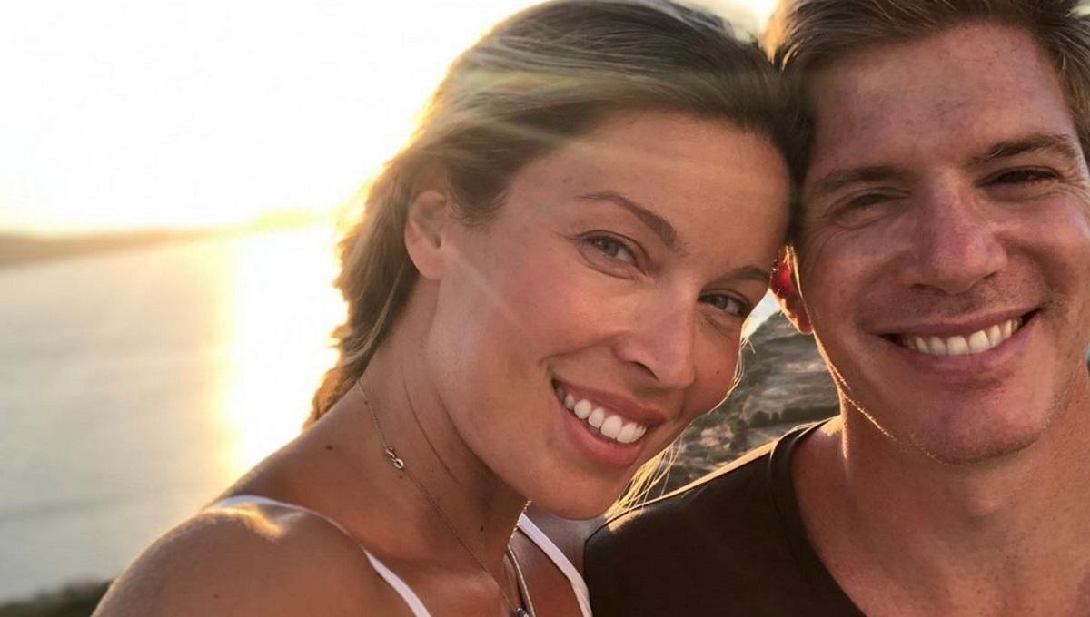 Μαριέττα Χρουσαλά – Λέων Πατίτσας: Ρομαντική βόλτα στο ηλιοβασίλεμα [pics]