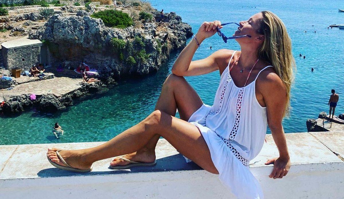Μαριέττα Χρουσαλά: Απολαμβάνει τις ομορφιές των Κυθήρων με τον Λέοντα Πατίτσα! [pics] | tlife.gr