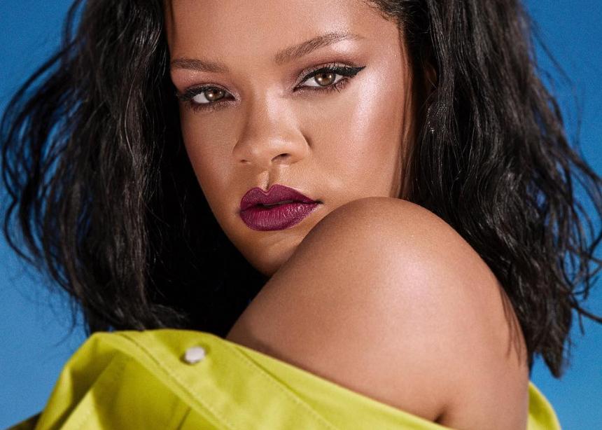 Η Rihanna σε αυτό το editorial μεταμορφώθηκε σε…νοικοκυρά!