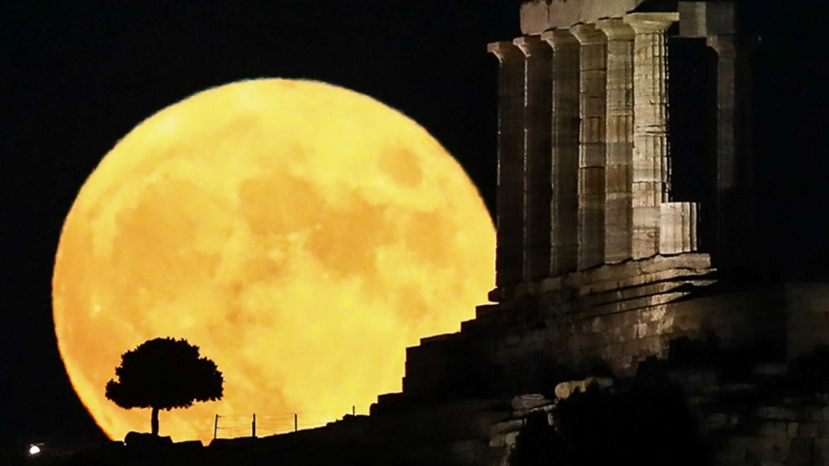 Αυγουστιάτικη Πανσέληνος: Μαγευτικές εικόνες από όλη την Ελλάδα!