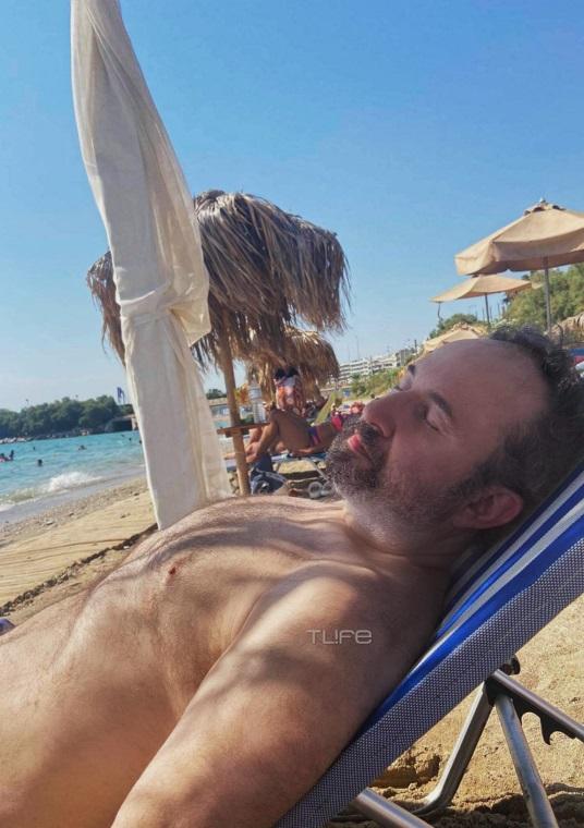 Ο Παπαμιχαήλ έχασε 60 κιλά και πήγε για το πρώτο του μπάνιο στη θάλασσα (pics)