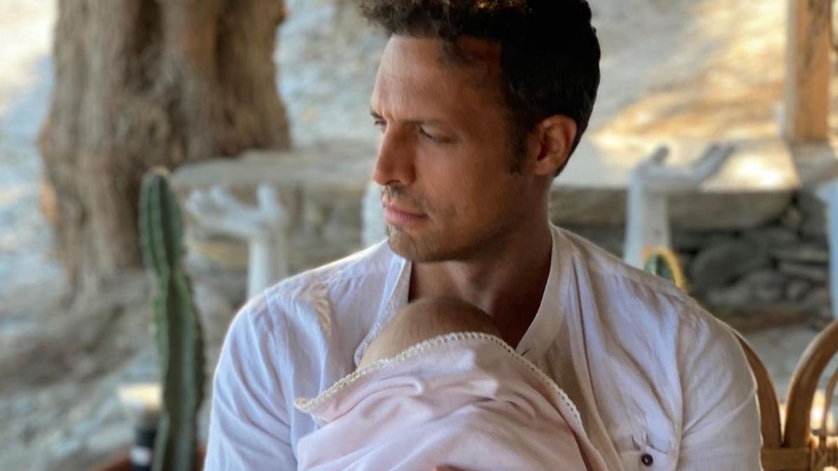 Σάββας Πούμπουρας: Η τρυφερή φωτογραφία με την 8 μηνών κόρη του από τις διακοπές!