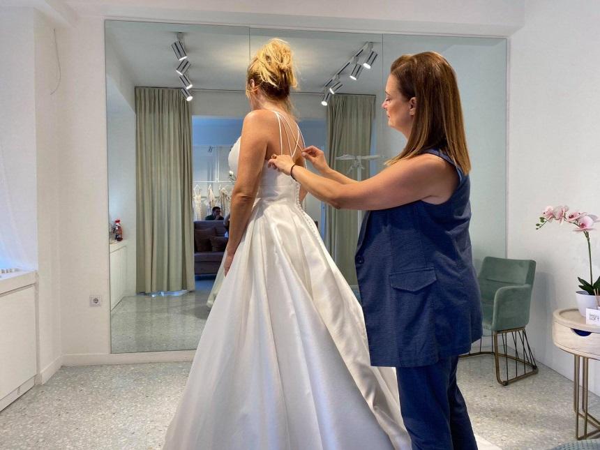 Γνωστός Έλληνας τραγουδιστής ακύρωσε για δεύτερη φορά το γάμο του λόγω κορονοϊού!