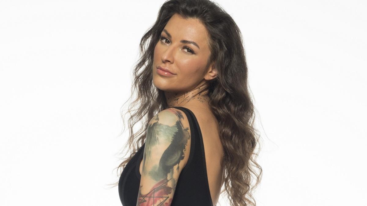 Big Brother:  Τα τατουάζ της Ραμόνα Μοροσάνου καλύπτουν τα σημάδια από σοβαρό τροχαίο!