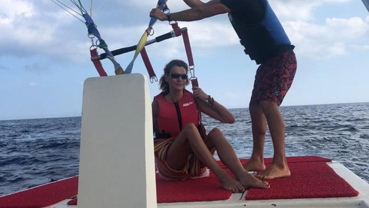 Η Σάσα Σταμάτη έκανε parasailing στη Μύκονο [video]