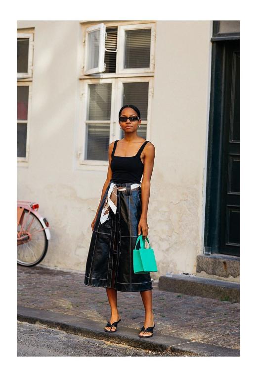 Κοπεγχάγη με δερμάτινη φούστα