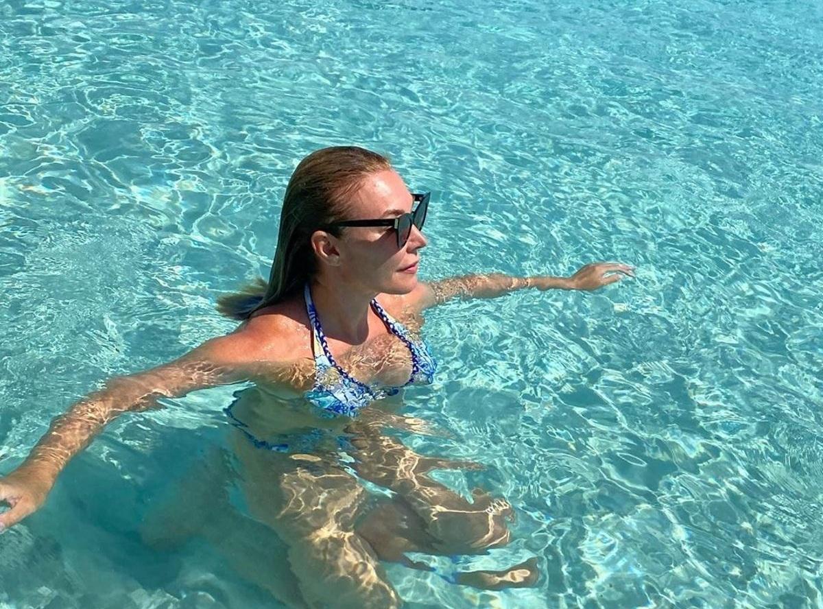 Τατιάνα Στεφανίδου: Κολυμπάει στα τυρκουάζ νερά της πιο μαγευτικής παραλίας του Ιονίου! Φωτογραφίες