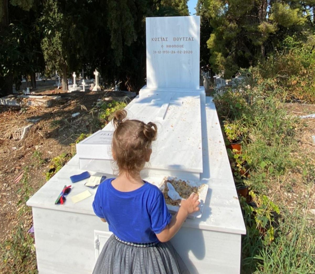 Θεοδώρα Βουτσά:  Έκανε τρισάγιο στον τάφο του πατέρα της  Κώστα Βουτσά, με την κόρη της! Βίντεο