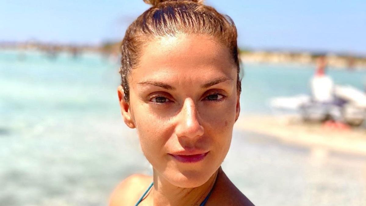 Βάσω Λασκαράκη: Παιχνίδια στο νερό και βουτιές με την οικογένειά της στην Κρήτη!