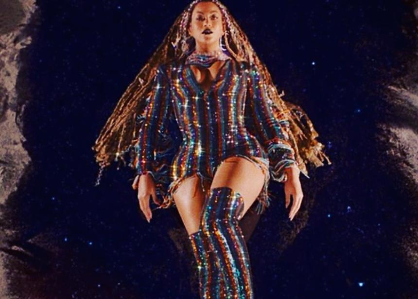Η Beyonce φοράει Έλληνα σχεδιαστή!