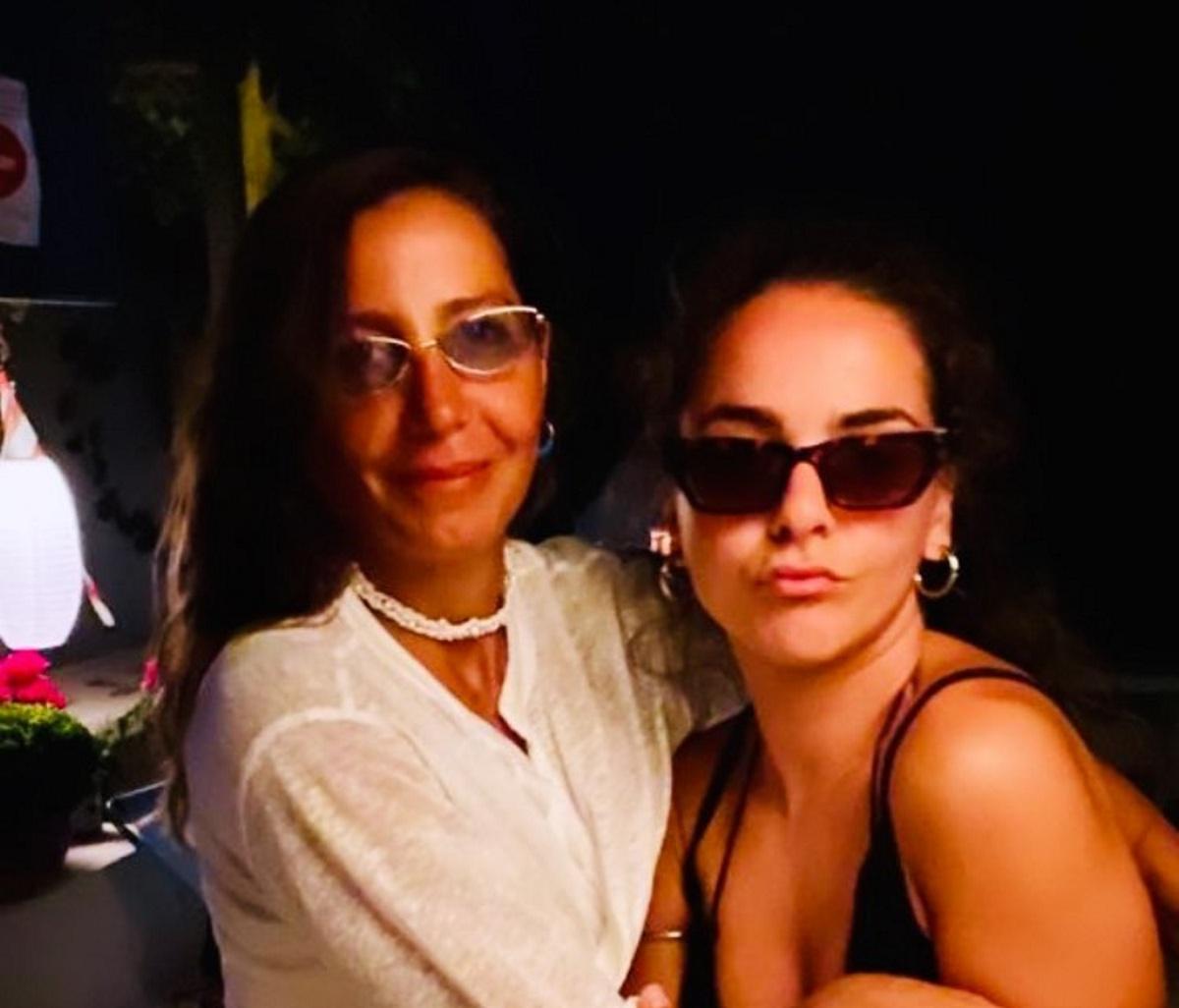 Μαρία Ελένη Λυκουρέζου: Φιλιά και αγκαλιές με την ανιψιά της Ζένια Μπονάτσου στη Μύκονο! [pics]