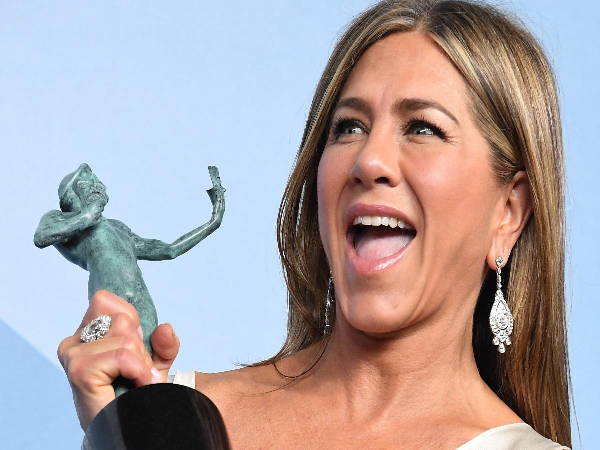 Η Jennifer Aniston εμφανίστηκε με sheet mask στα Emmy Awards!