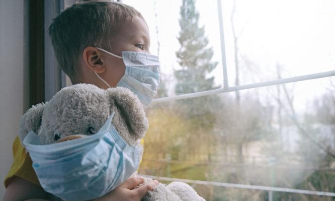 Κορονοϊός: Ποια είναι τα πρώτα ύποπτα συμπτώματα στα παιδιά