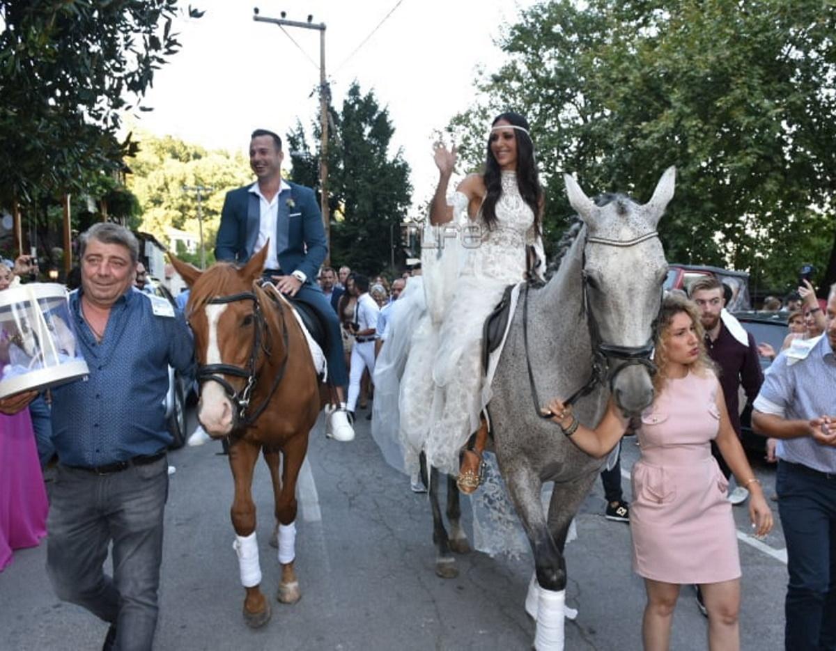 Ανθή Βούλγαρη: Νύφη στην εκκλησία πάνω σε… άλογο! Αποκλειστικό βίντεο και φωτογραφίες