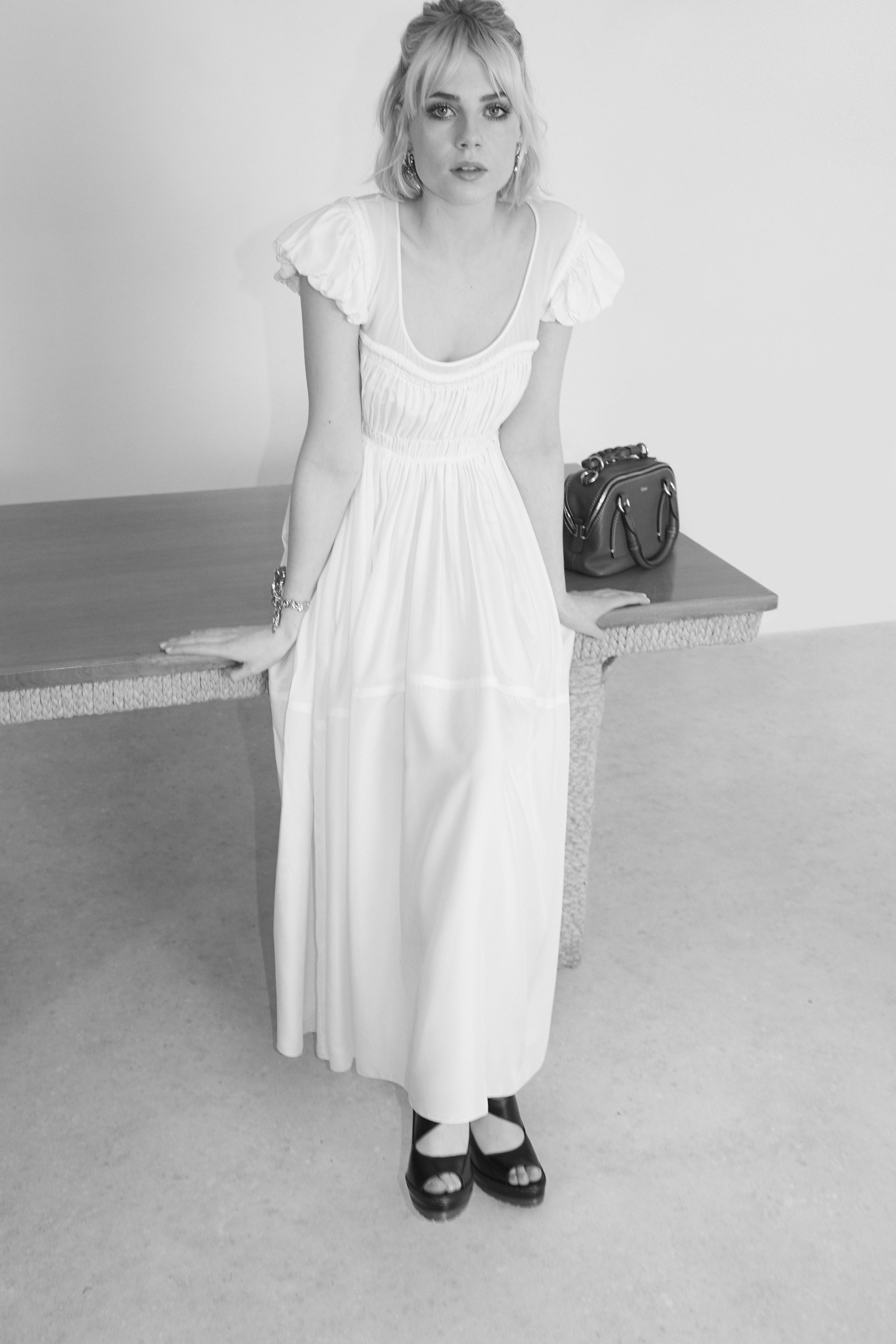 Ο οίκος Chloé βγάζει νέο άρωμα με πρωταγωνίστρια την Lucy Boynton!