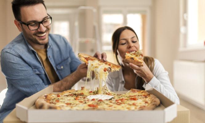 Τι συμβαίνει στον οργανισμό μας όταν τρώμε πίτσα