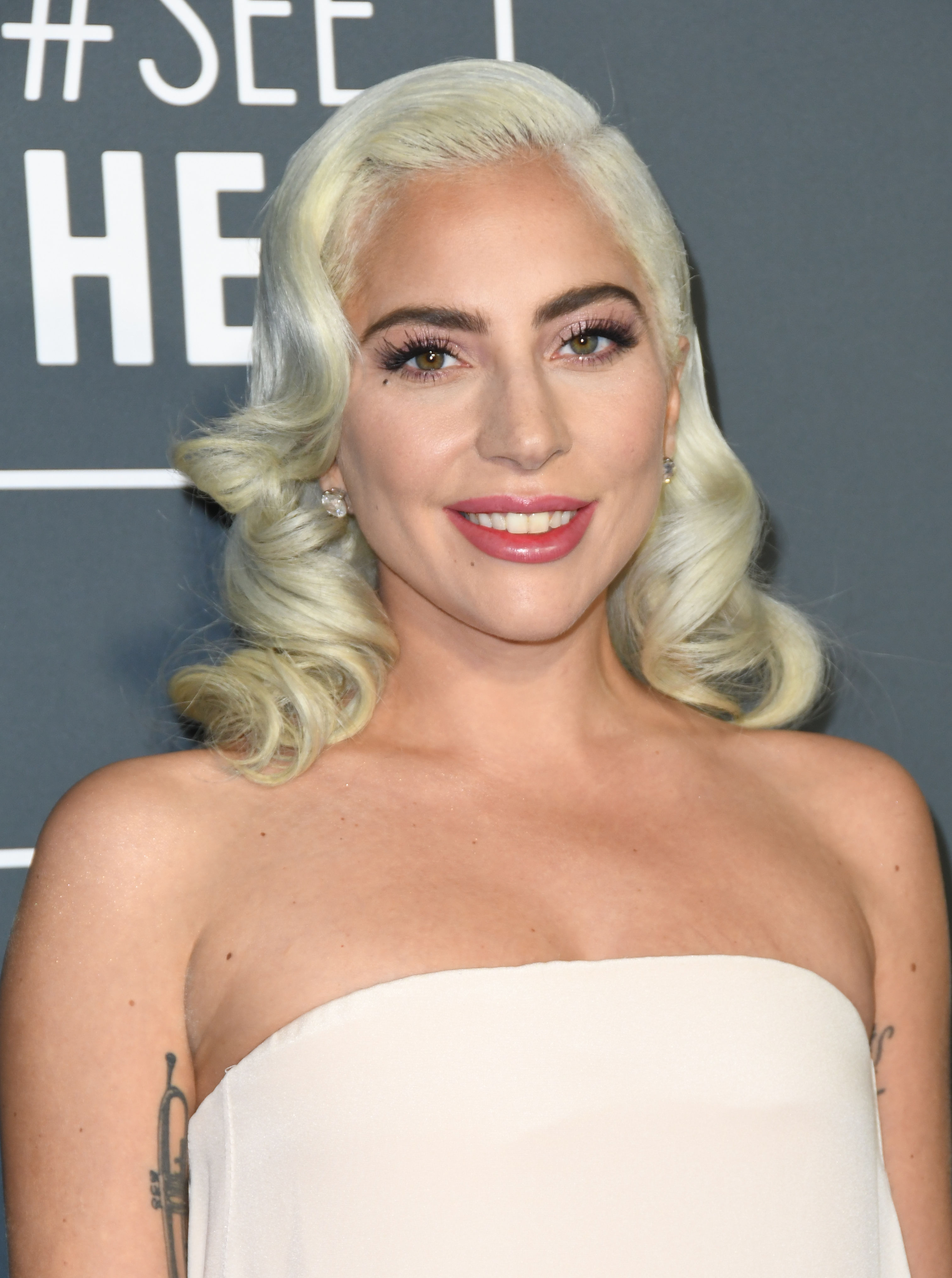 Το νέο άρωμα του οίκου Valentino μυρίζει ακριβώς όπως η Lady Gaga! Τι εννοούμε!