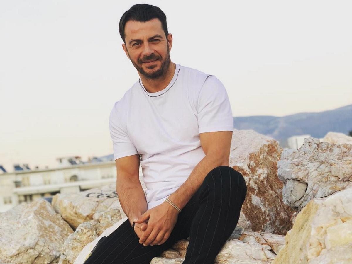 Ο Γιώργος Αγγελόπουλος έγινε φοιτητής! Τι σπουδάζει; (video)