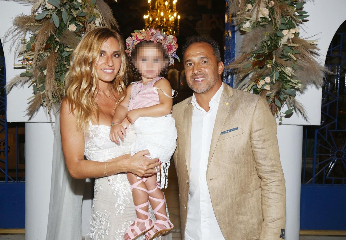 Η τραγουδίστρια Έρη Ζώρα και ο παλαίμαχος ποδοσφαιριστής Λουτσιάνο Ντε Σόουζα βάφτισαν την κόρη τους (pics)