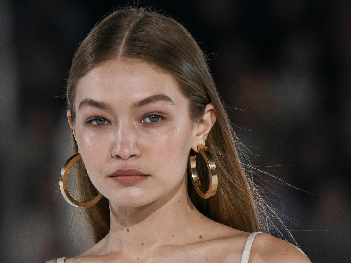 Η makeup artist της Gigi Hadid έχει το τελειότερο tip για φακίδες! Video!