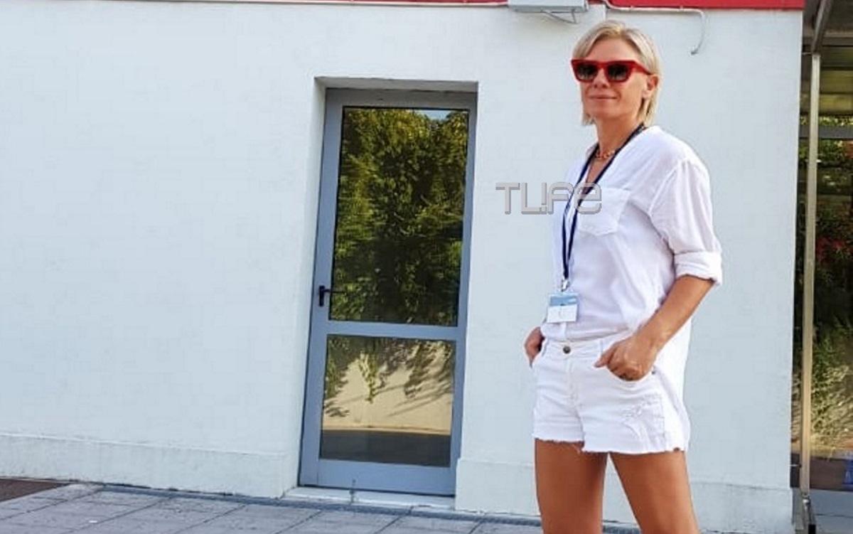 Κατερίνα Καραβάτου: Με sporty chic look εξω απο το star! Αποκλειστικες φωτογραφίες