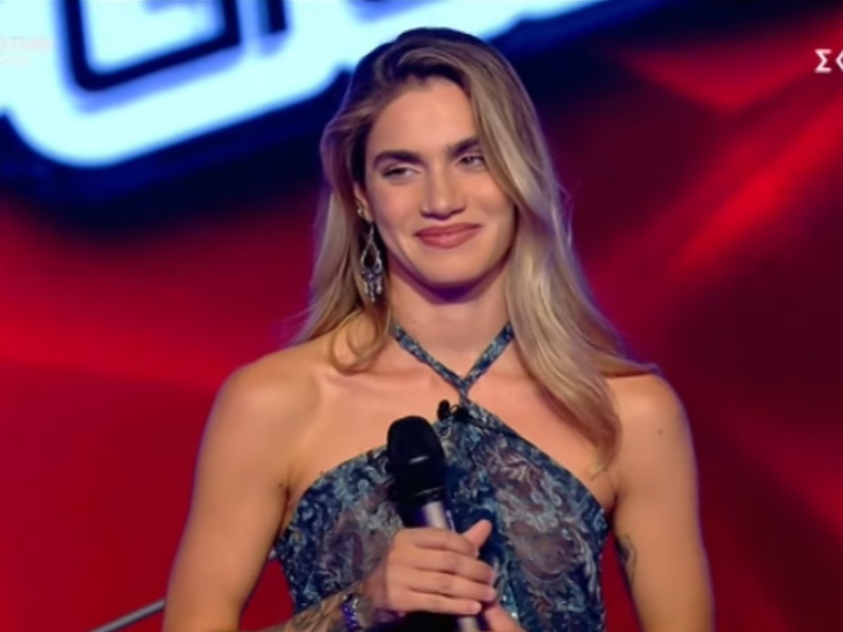 The Voice: Η καλλονή Αντωνία Καούρη με την φωνάρα και το ατύχημα με το διάφανο φόρεμα (video)