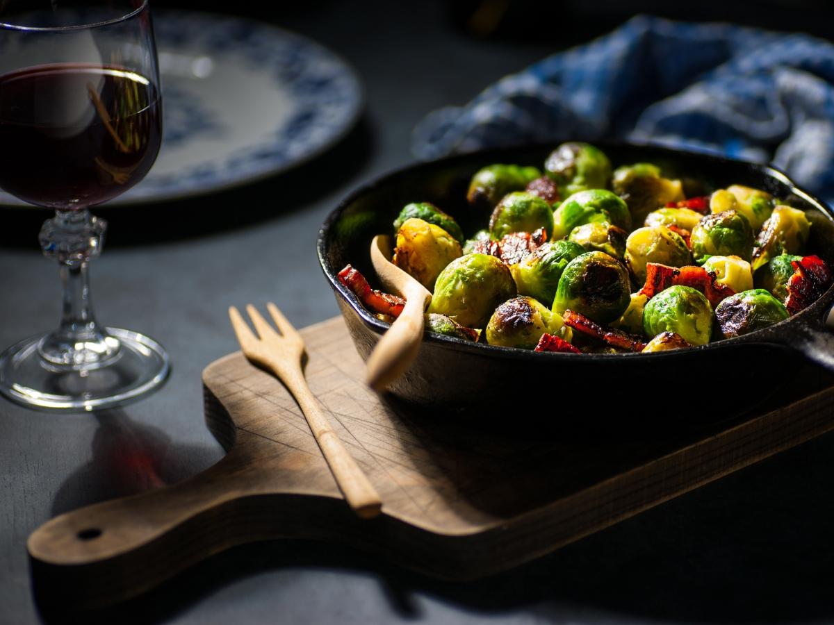 Συνταγή για λαχανάκια Βρυξελλών με μπέικον και τυρί