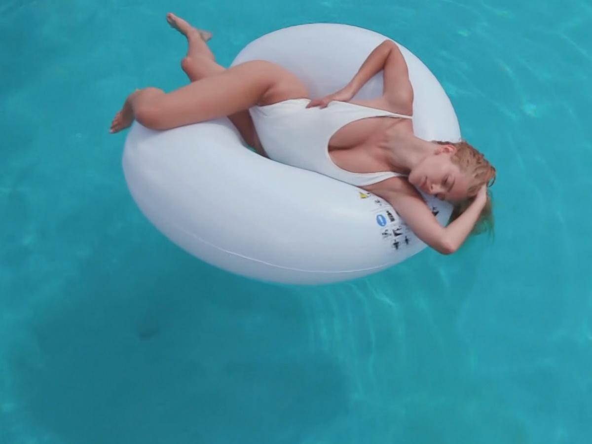GNTM: Η αισθησιακή φωτογράφιση της Λίας μέσα στην πισίνα που δίχασε τους κριτές (pics,video)