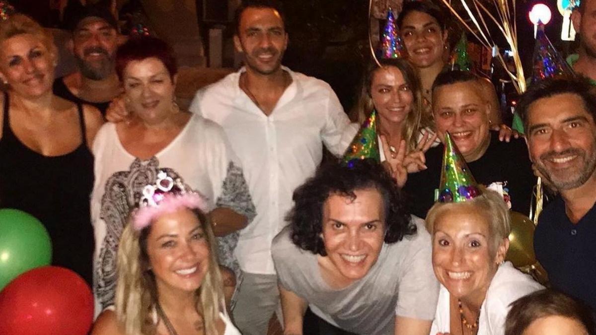 Γενέθλια για την Μελίνα Ασλανίδου με τον σύνροφό της, Βασίλη Μουντάκη, και καλούς φίλους στο πλευρό της! [pics]