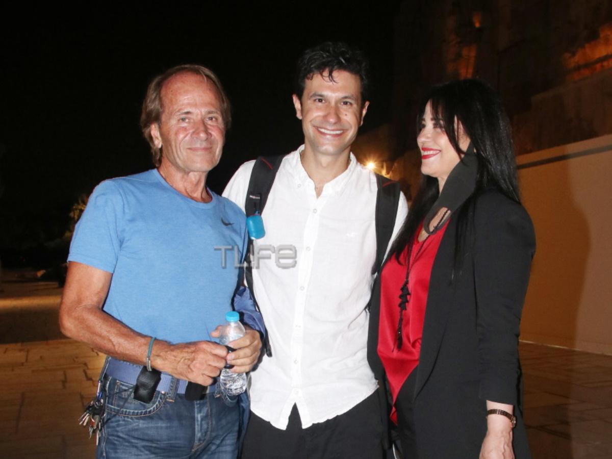 Ορφέας Αυγουστίδης: Οι γονείς του τον καμάρωσαν στο θέατρο – Φωτογραφίες