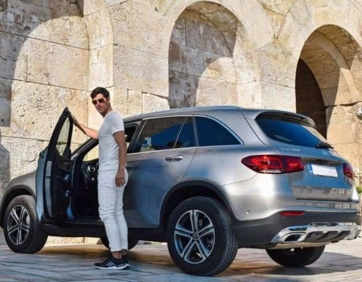 Σάκης Ρουβάς: Ανακοίνωση του Υπουργείου Πολιτισμού μετά τις αντιδράσεις για τη διαφήμιση αυτοκινήτου έξω από το Ηρώδειο