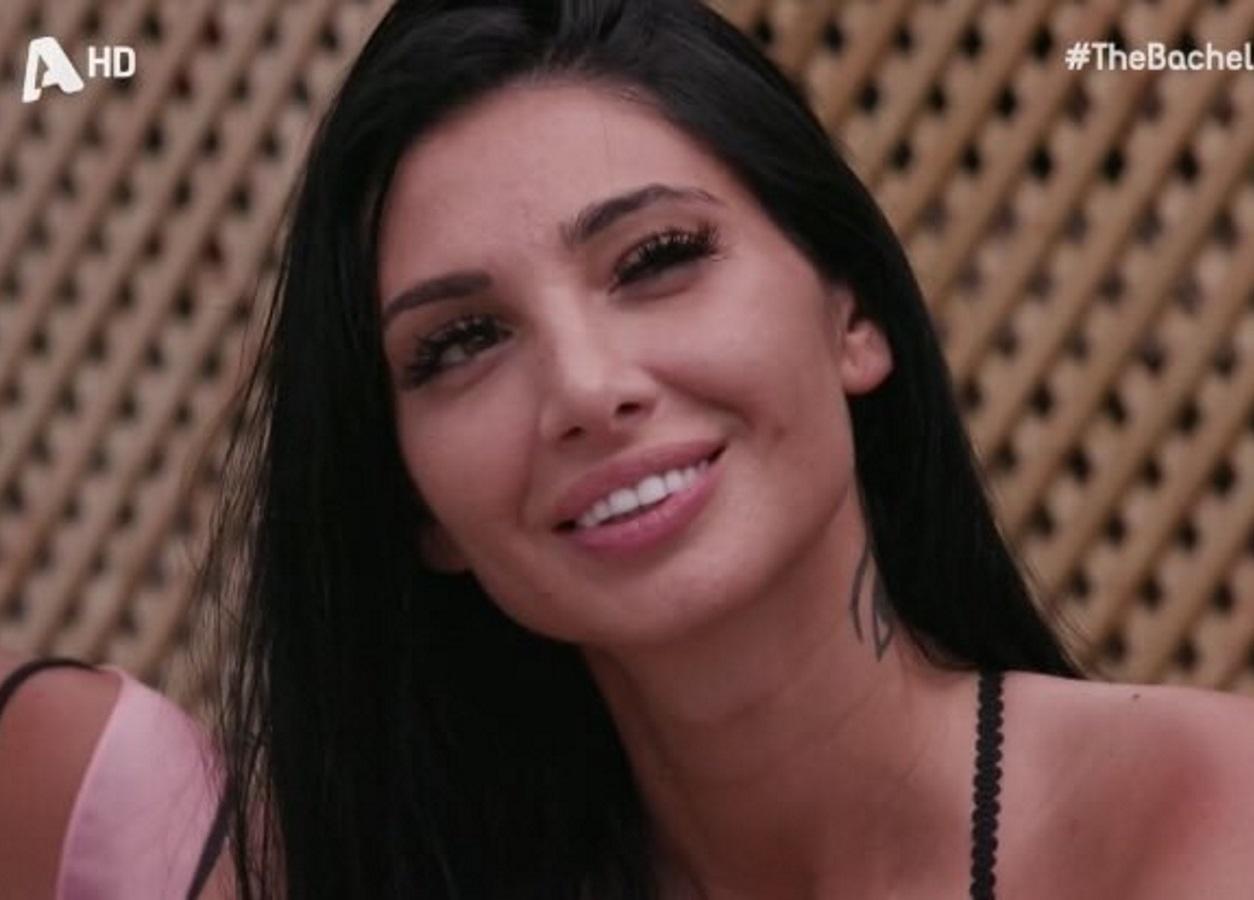 "The Bachelor: ""Μέλι"" έσταξε το twitter για τις βλεφαρίδες της Σίας Βοσκανίδου"
