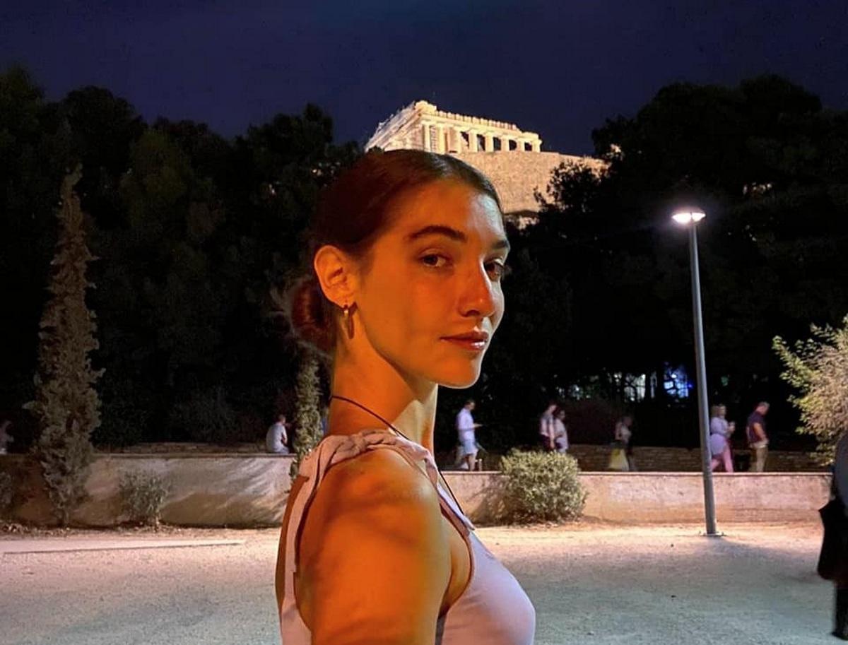 Σοφίνα Λαζαράκη: Η κόρη της Μαίρης Μηλιαρέση ποζάρει στη θάλασσα χωρίς ρούχα (pic)