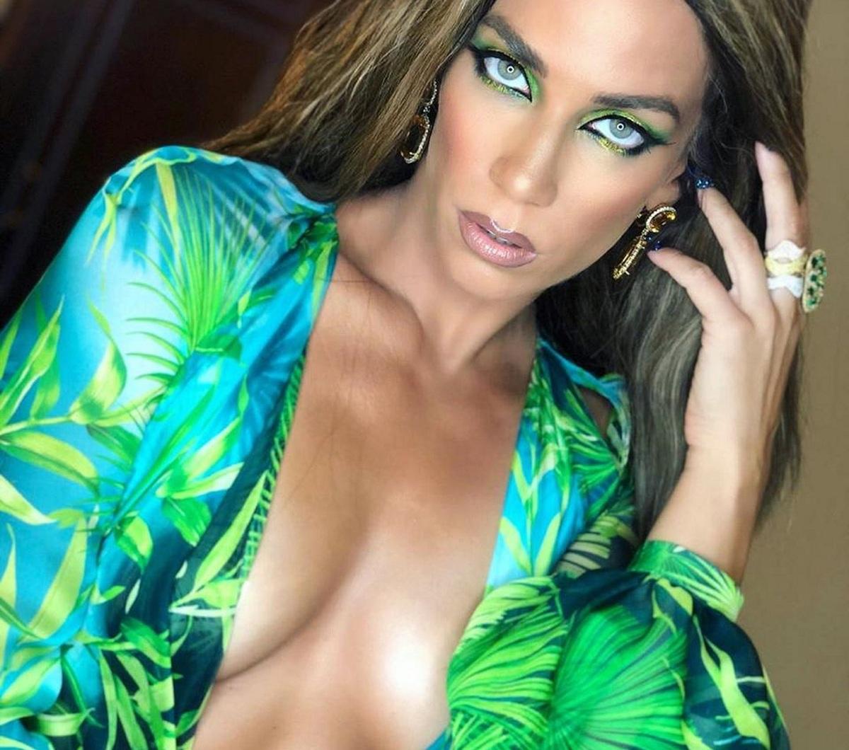Κατερίνα Στικούδη: Εκθαμβωτική με το θρυλικό πράσινο Versace που φόρεσε η Lopez! [pics,vid]