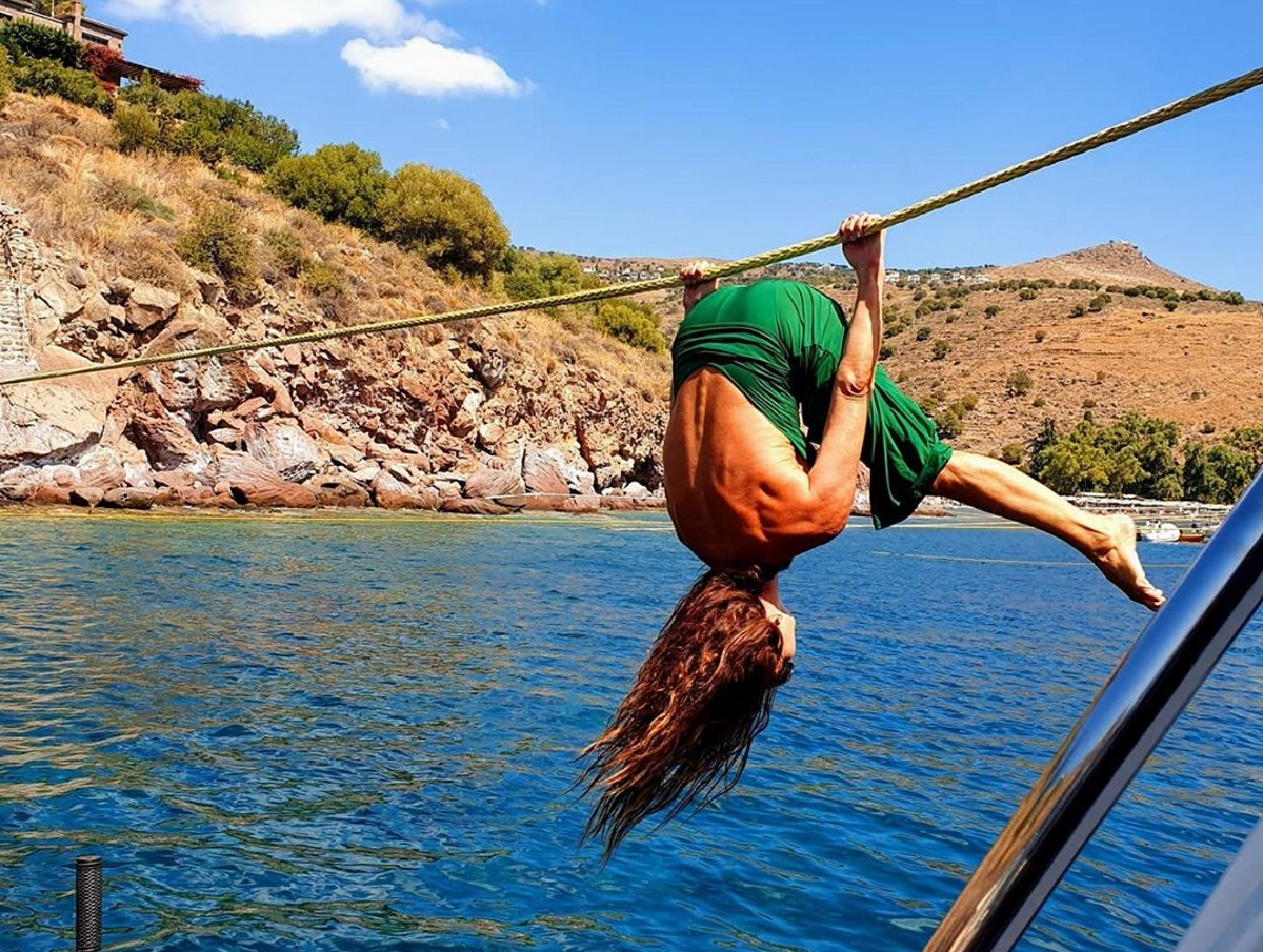 Ελληνίδα παρουσιάστρια κάνει αυτό το ακροβατικό και μας αφήνει με… ανοιχτό το στόμα