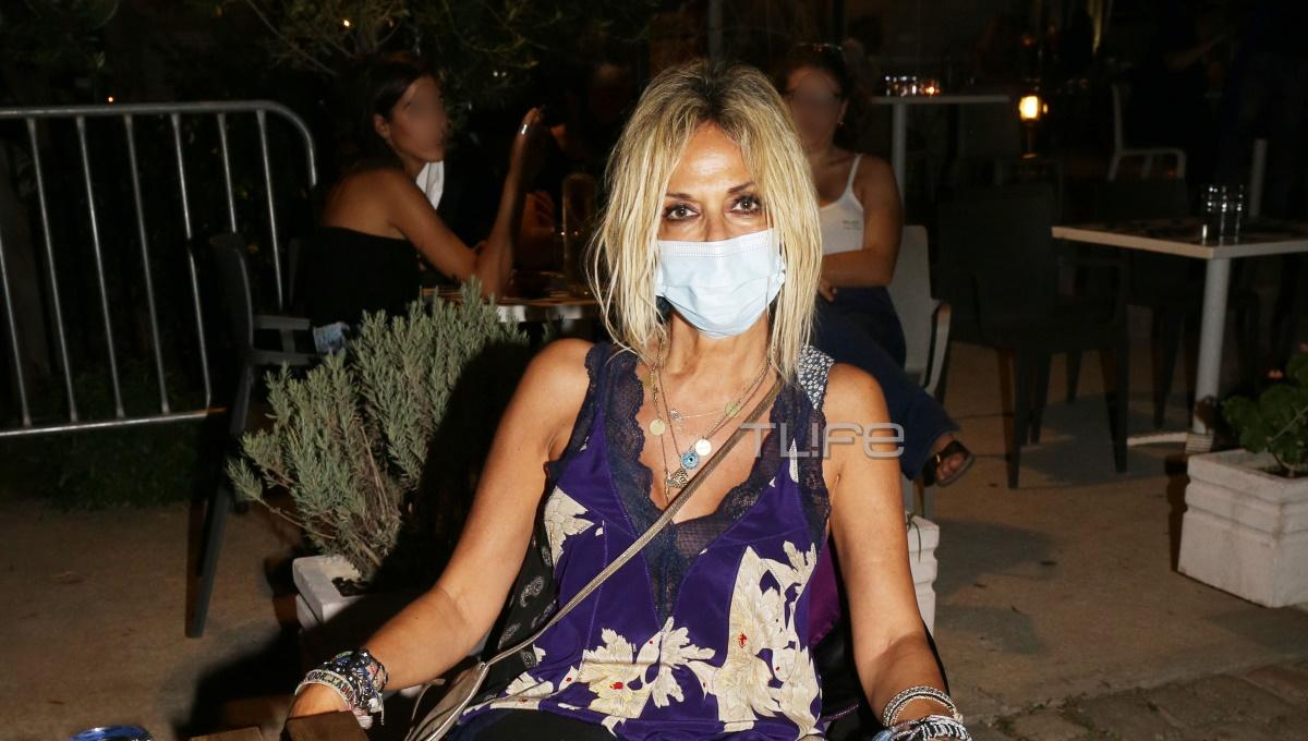Άννα Βίσση: Σε συναυλία στην Τεχνόπολη φορώντας μάσκα προστασίας για τον κορονοϊό (pics)