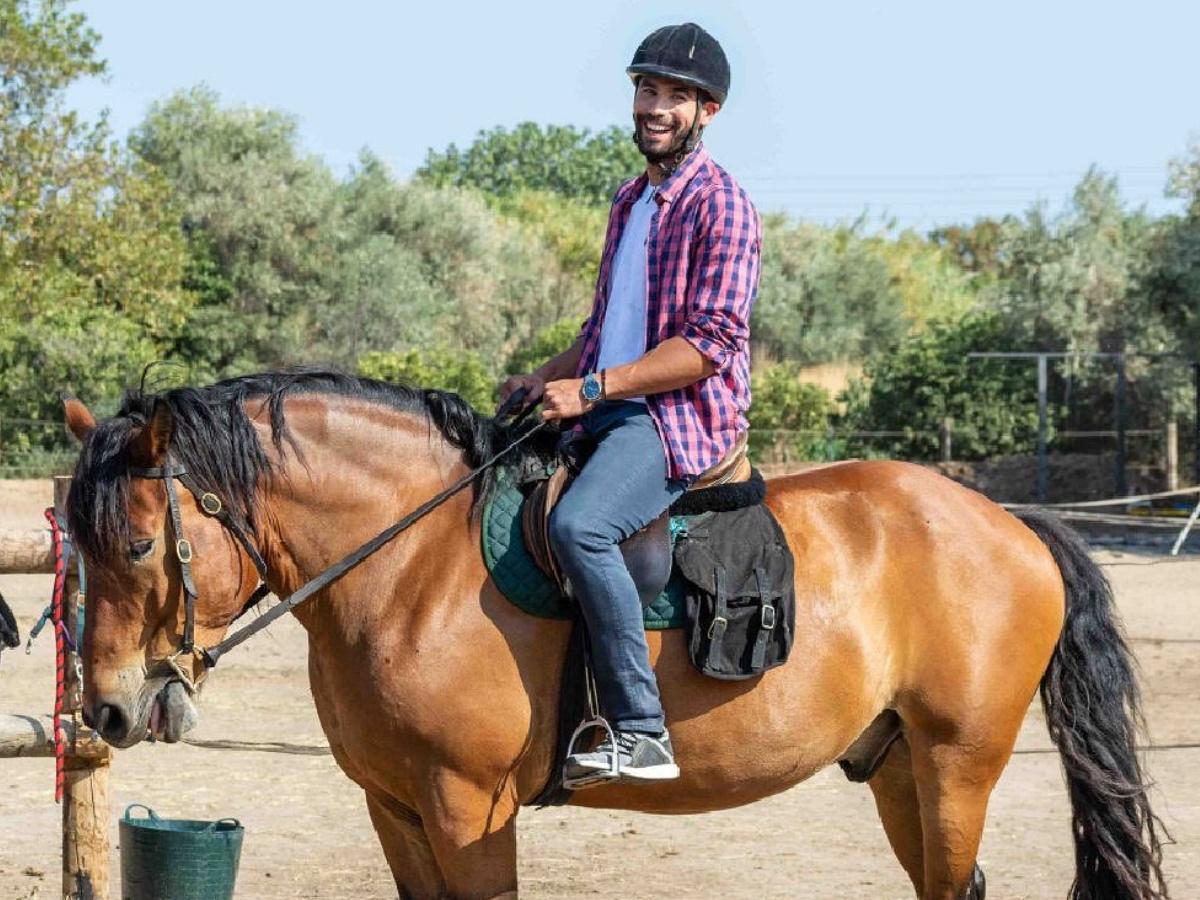 Τhe Bachelor: Τι απαντά ο Alpha, στην καταγγελία της εταιρείας που παραχώρησε τα άλογα και κάνει λόγο για σκηνοθετημένο περιστατικό
