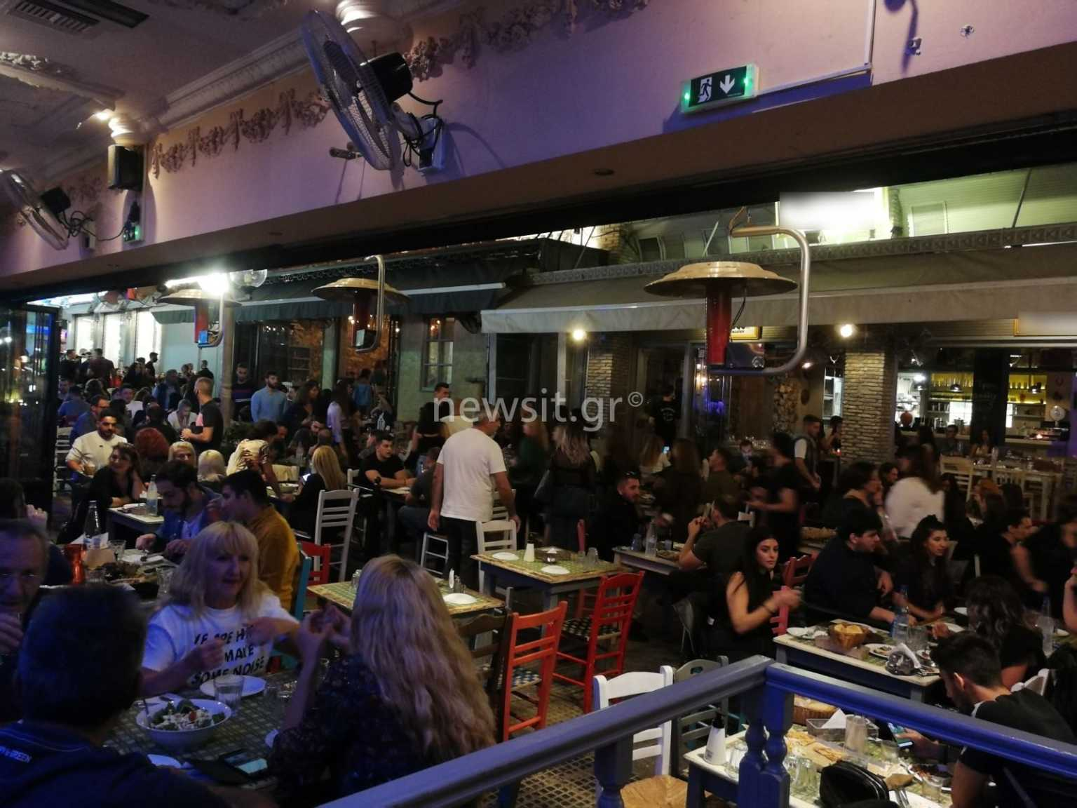 Κορονοϊός: Ποτό, διασκέδαση και… συνωστισμός στο Αιγάλεω – Ανησυχητικές εικόνες