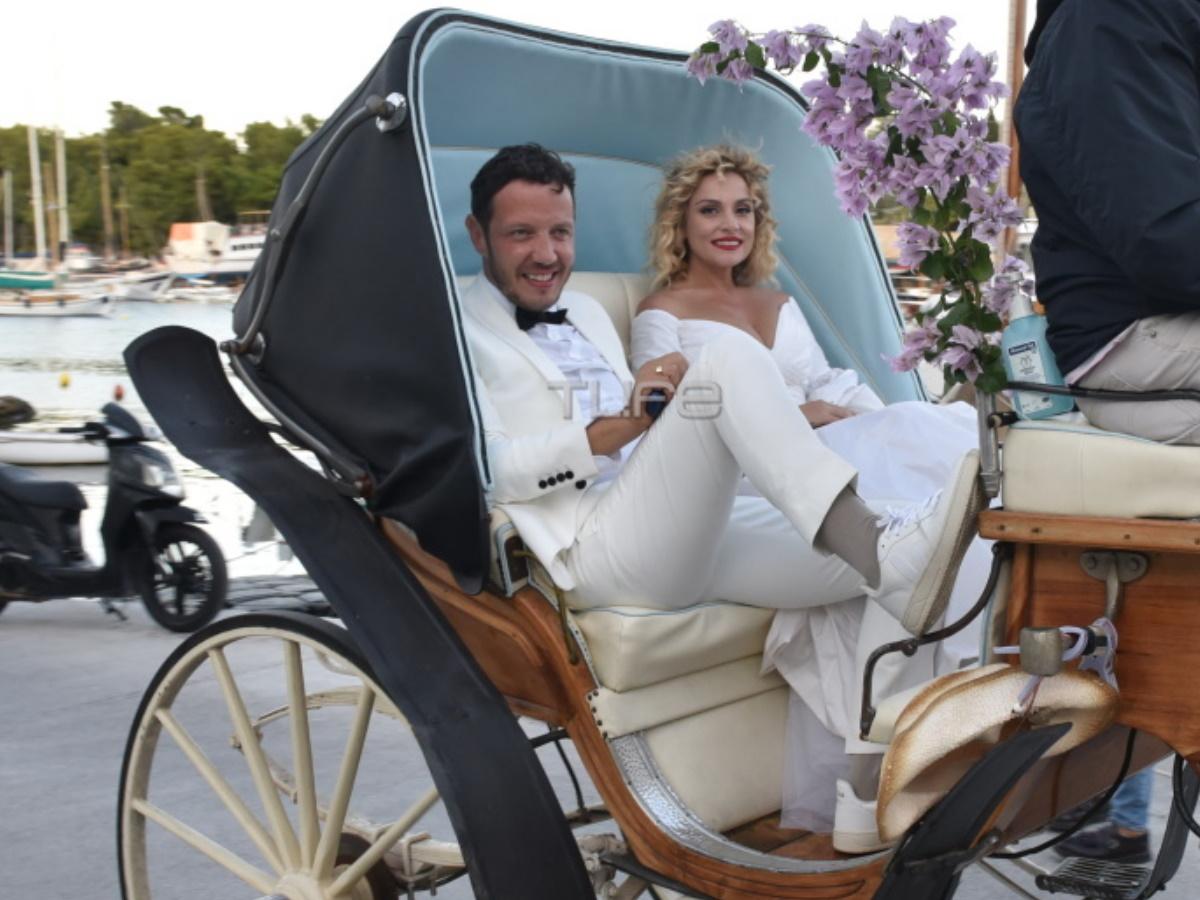 Γάμος Ζουγανέλη – Δημητρίου: Μετά την παραμυθένια τελετή, το ζευγάρι έφτασε με άμαξα στη δεξίωση – Φωτογραφίες