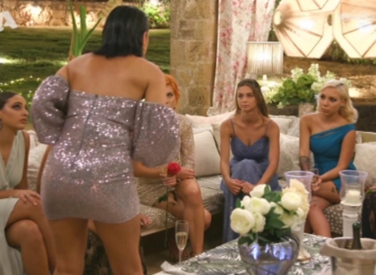 "The Bachelor – Άγριος καβγάς ανάμεσα στην Αντζελίνα και τη Μαρίνα: ""Είσαι η ντροπή του γυναικείου φύλου"" (video)"