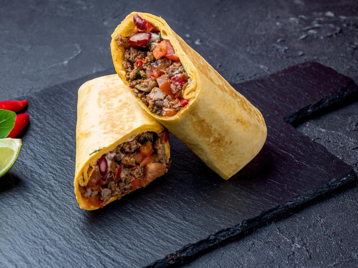 Συνταγή για μπουρίτο με κιμά και πολύχρωμα λαχανικά